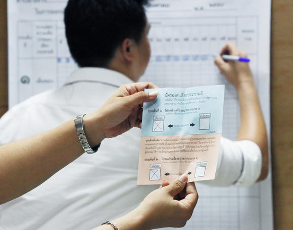 Turnout was relatively poor in Thailand's Aug. 7 referendum compared to the last time in 2007, but the vote was more decisively in favor of the latest constitution. (Photo by Keiichiro Asahara)