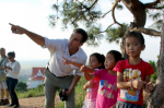 ABC's Bob Woodruff talks with children in Laos.
