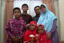 ABC Australia - Indonesian police said Dita Oepriarto (L), Puji Kuswati (R) and their four children were behind the attacks.